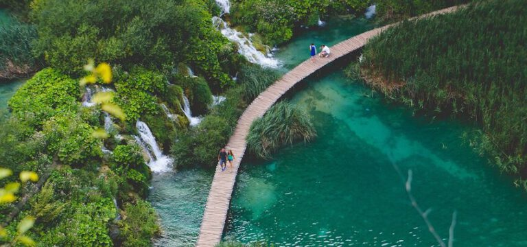 טיפים לשמירה על איכות הסביבה בטיול sustainable travel